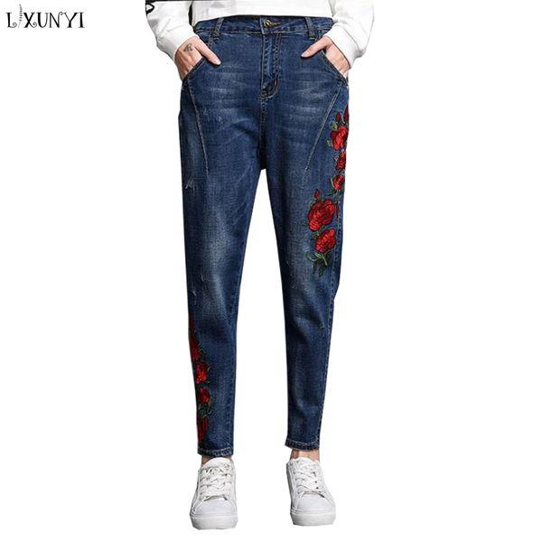 LXUNYI Floral jeans brodés femmes taille haute sarouel plus la taille en vrac mince broderie jeans occasionnels femme denim 26-34