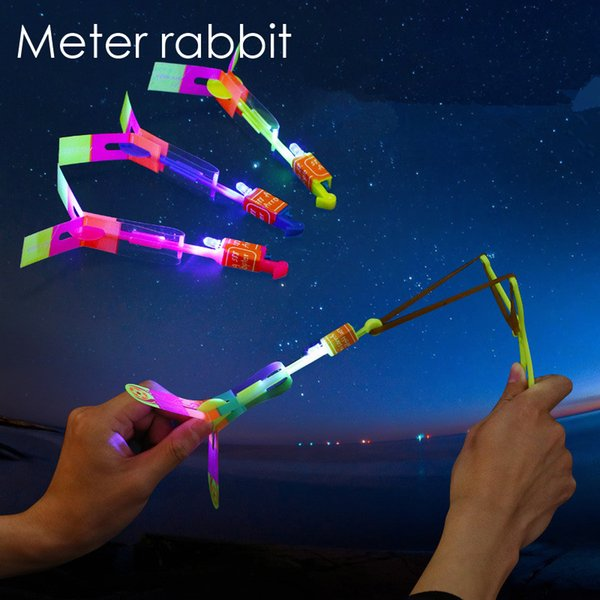 20pcs/Led flying arrow fly Rocket LED Light Flash Toy Amazing arrow Helicopter Rubber Band Catapult Flying outdoor Party Kid Toy Funny