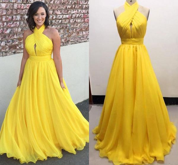 Gli abiti da sera lunghi chiffoni di formato più di formato giallo Halter hanno pieghettato il pavimento di Flowy la lunghezza Backless Evening Dresses Formal Gowns