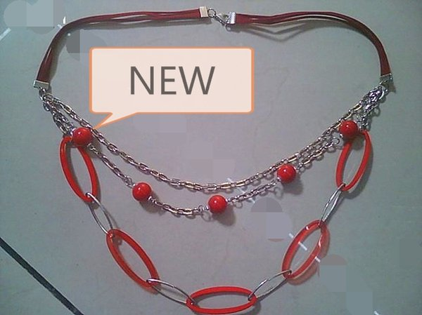 High-end ladies sweater chain Red plastic plate + chain clothing accessories Short pop necklace jewelry