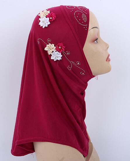 H1139a belle petite fille hijab avec des strass et des fleurs, petite écharpe musulmane, livraison gratuite, couleurs mélangées