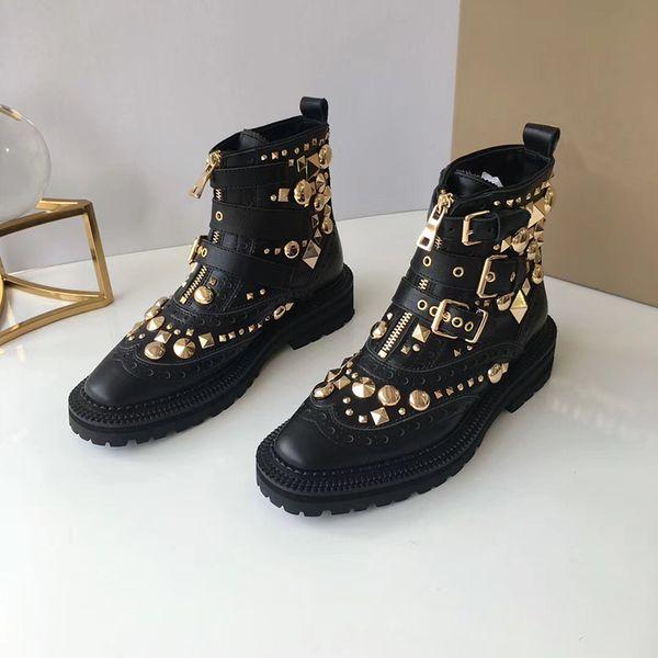 Couro preto De Luxo Spikes Ankle Boots Designer de Moda Senhoras Sexy de couro genuíno Botas de Inverno Plana corrente de Metal sapatos casuais