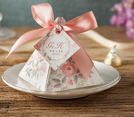 100pcs/lot Custom Made Card Wedding Favor Box Flower Gift Box Creative Triangle Candy Box Wedding Decoration Party Supply