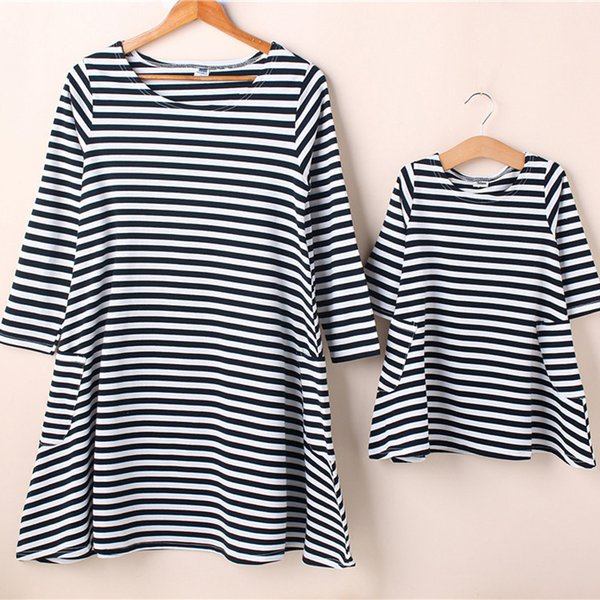 Family Matching Clothes Mother Daughter Dresses Son Outfits Cotton Casual Short-sleeve T-shirt Family Look Baby Clothing Outfits Dresses