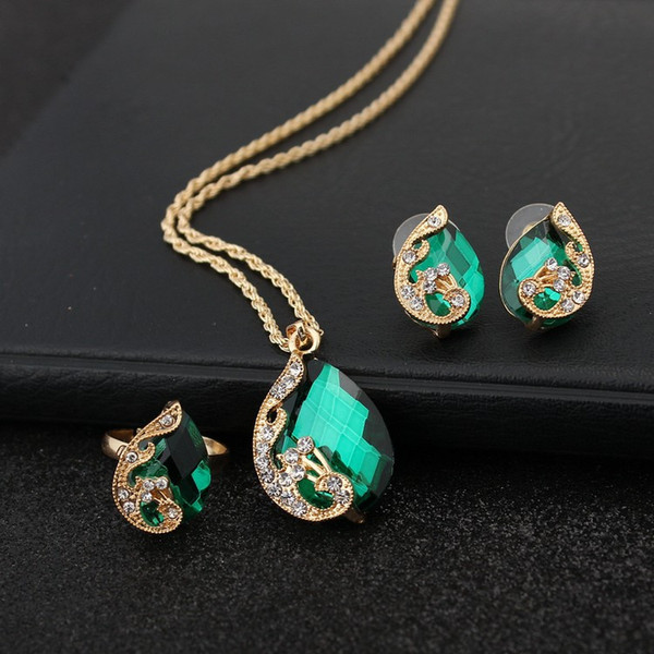 top popular Exquisite Peacock Crystal Three-Piece Necklace Set Korean Edition Beautiful Jewelry Women 2020