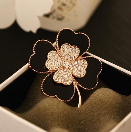 Fashion Four Leaf Clover Brooches Corsage Black White Enamel Crystal Flower Brooch Pins Scarf Buckle Women Suit Shirt Lapel Pins Accessories