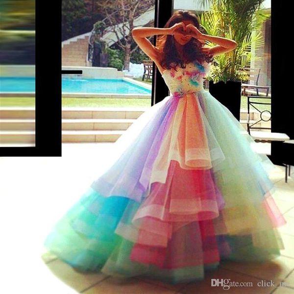 Regenbogen bunte Ballkleid Quinceanera Kleider trägerlosen Schichten Organza handgefertigte Blumen Sweet 16 Kleider 2018 Prinzessin Pageant Prom Dresses