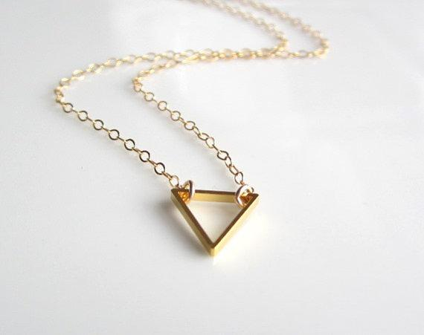 1 PC pequeno oco triângulo colar geométrica triângulo colar geometria simples geometria V colar feminino masculino triângulo de ferro sorte jóias