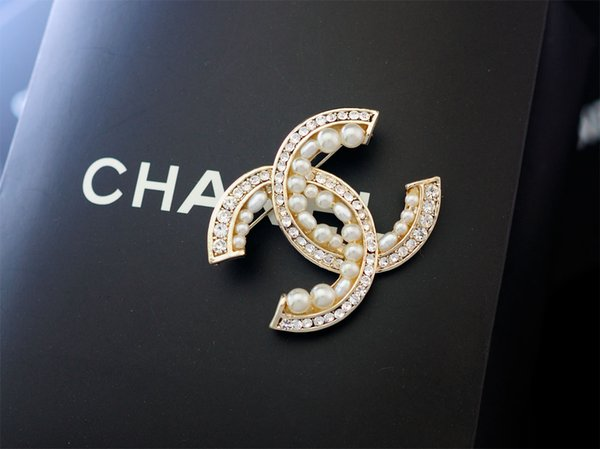 Top Quality Celebrity design Letter Pearl diamond Opal Brooch decorations Fashion Metal Letter Flowers brooch Jewelry With Box
