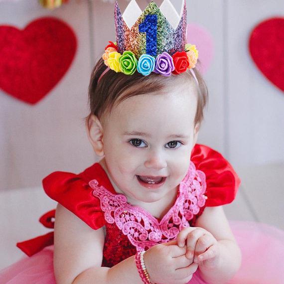 Bebek Kız Glitter Taç gökkuşağı kumaş çiçekler Prenses Bantlar Çocuklar Saç Sopa Doğum Günü Partisi Hediye Çocuk Elastik saç aksesuarları