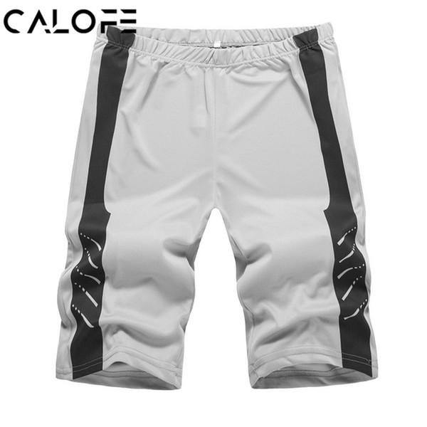 2018 hombres elásticos con rayas estampado corriendo pantalones cortos  sweatshorts culturismo ropa deportiva verano masculino Fitness 1db3bdf6655
