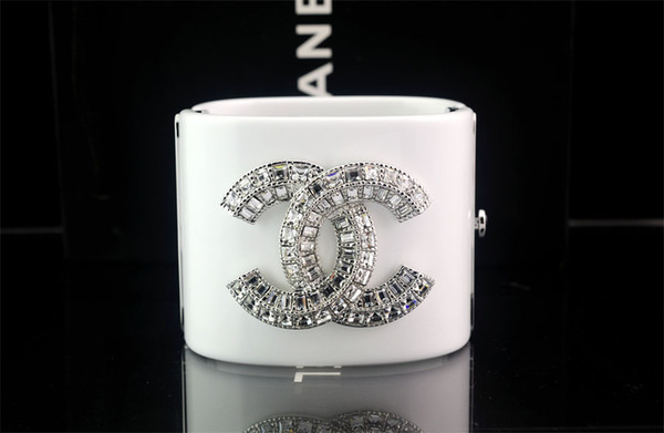Top Quality Celebrity design Letter bracelet Woman diamond BRACELET CUFF clear Crystal pearl Punk Retro skull bracelet White With Box