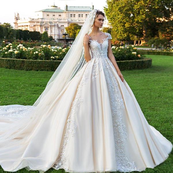 Precioso vestido de fiesta de encaje Vestidos de novia con cuentas Cuello bateau transparente Tallas grandes Vestidos de novia con botones Botones Volver Catedral vestido de novia