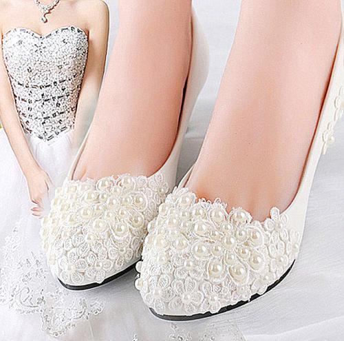 2018 yeni Fildişi beyaz dantel inciler Düğün daireler düşük topuk kama pompa ayakkabı Gelin boyutu 5-12