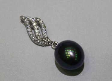 Envío gratis Jewelr 004596 Negro colgante de perlas de agua dulce 9.5mm Aleación