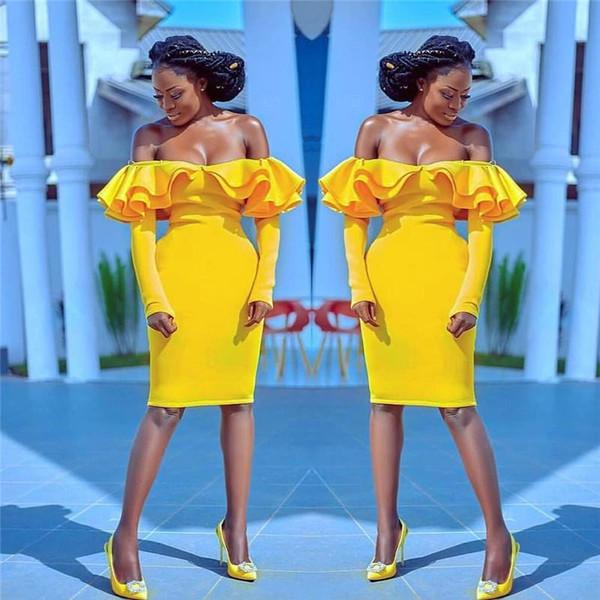 Abiti da festa da cocktail con spalle scoperte Increspature a maniche lunghe di colore giallo con maniche lunghe a sirena africana Abito da cerimonia per la casa vestito da promenade corto in raso