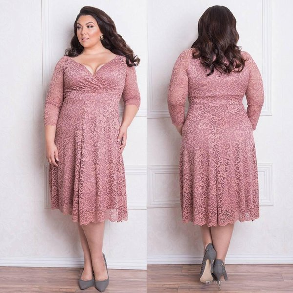 Stunning Plus Size Lace Formal Dresses With Long Sleeves V-Neck Knee Length Evening Gowns A-Line Short Prom Dress Mother of Bride Dressses