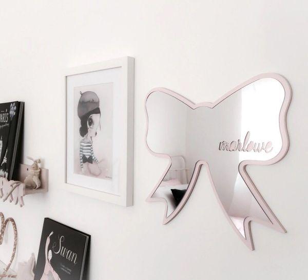Specchio da parete per bambini con cornice Decorazione per asilo Specchio acrilico infrangibile Batman Bunny Crown Heart Butterfly Cloud Garden Wall Art Specchio Decor