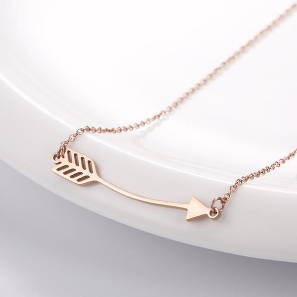 Edelstahl-Liebes-Pfeil-hängende Halskette im Rosen-Gold, Rhodium-Überzugfrauengeschenk