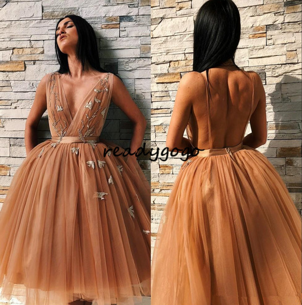 Stylish Backless Appliqued Homecoming Dresses For Juniors V Neck Short Prom Gowns A Line Pleated Knee Length Tulle Cocktail Party Dress