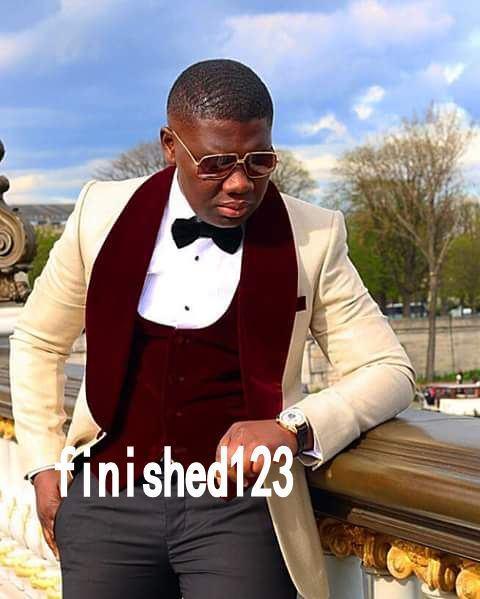 Novio Esmoquin Groomsmen un botón Champagne solapa del chaleco El mejor traje del hombre de la boda Trajes de la chaqueta de los hombres por encargo (chaqueta + pantalones + chaleco + corbata) K153