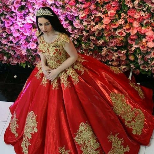 Gorgeous Dubai Princess Engagement Dress Golden Lace Appliques Ball Gown Evening Dresses Fascinating Red Long Evening Gowns 2018 Prom Dress