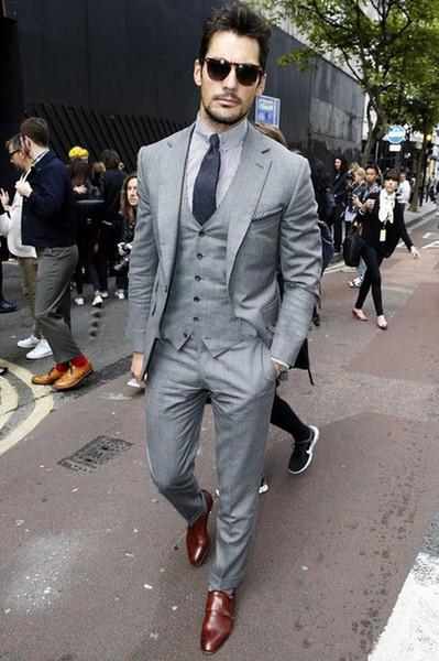 2018 Custom made Mens Light Grey Notched Lapel Suits Fashion Formal Dress Men Suit Set men wedding suits groom tuxedos(Jacket+Pants+Vest+Tie