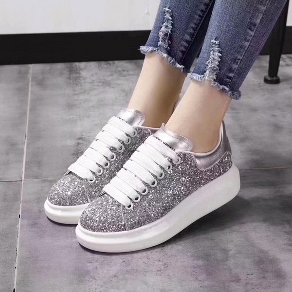 De calidad superior de lujo de los hombres remaches zapatos planos de piel de zorro de cuero de Alexander MQ lentejuelas ocasionales zapatos par zapatillas de deporte tamaño 35-46