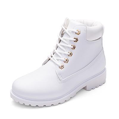 Beyaz çizmeler