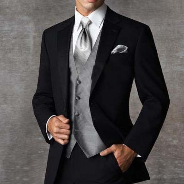 2018 Three Piece Black Groom Wedding Txuedos Notched Lapel Custom Made Business Party Men Suits (Jacket + Gray Vest + Pants)