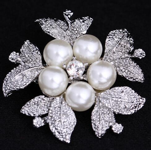 Korean Style Fashion Women Silver Tone Crystal Rhinestone Pearl Flower Corsage Breasstpin Brooches Scarf Shirt Accessory Jewelry 3.7*3.7cm