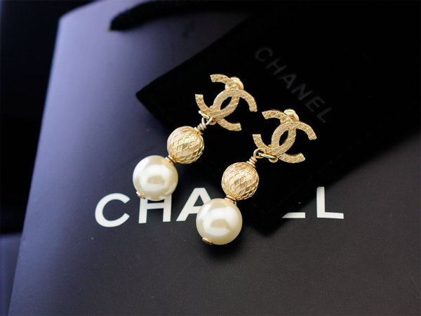 Factory Sell High Quality Luxury Pearl diamond Rivets Stud Earrings Fashion metal Letter Star Long earrings With Box
