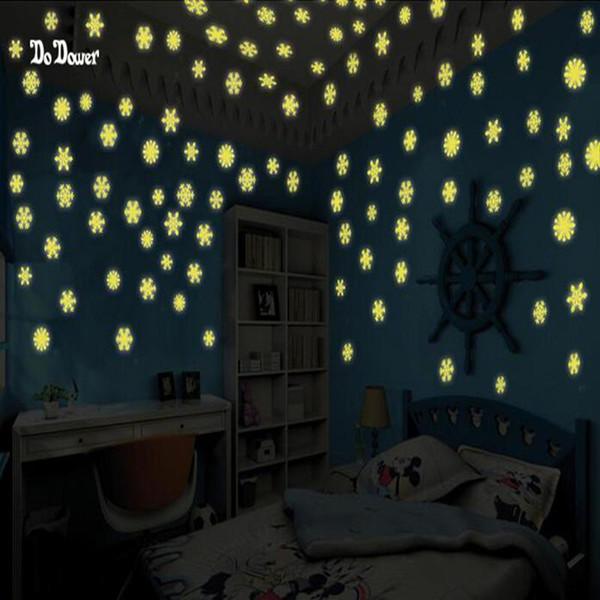 50PCS Natale moda artigianato neve adesivi luminosi casa glow nel buio adesivi murali per arredamento camera da letto per bambini sulla PARETE
