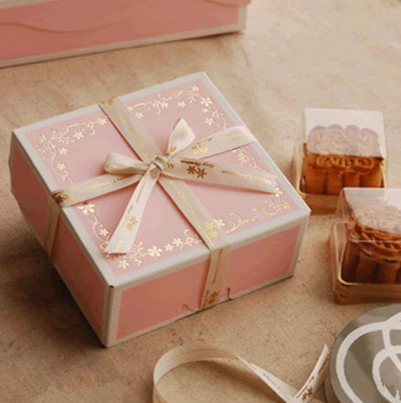 200pcs 12 * 12 * 5cm « Happy jamais jour » Biscuit Boîte d'emballage, coffrets cadeaux pour les enfants, gâteau boîtes en carton ondulé Livraison gratuite