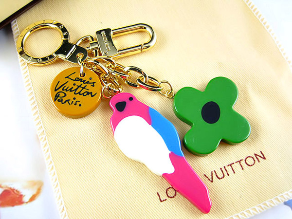 Factory Sale High Quality Fashion Letter Birds Flowers Metal Keychain Letter key ring Bag chain Man Woman's decoration More Style
