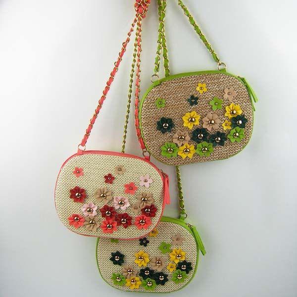 2018 new fashion straw bag Japan and South Korea wild floral small flower small daisy messenger bag handmade hand-woven green shell bag