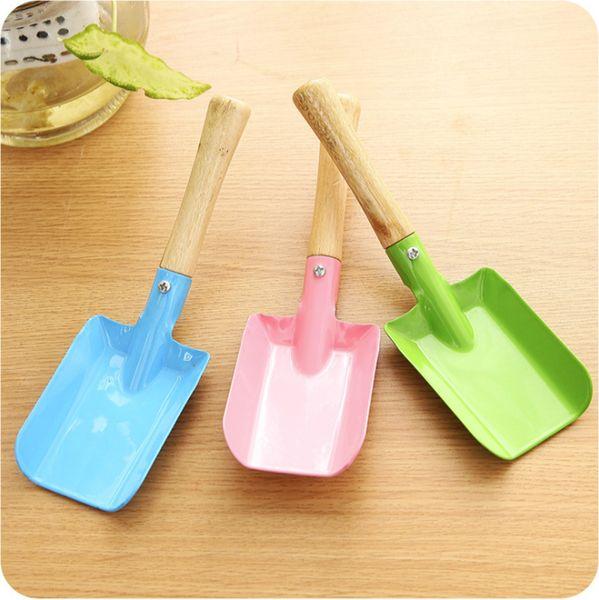 top popular Metal Small Shovel Garden Spade Gardening Shovels Party Favors Kids Spade Sharp Integrated Digging Garden Tools 2021