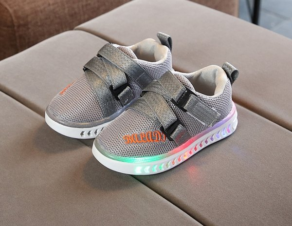 2018 autumn new bright children's shoes LED with lights boys and girls casual Korean version of the shiny shoes baby sports shoes