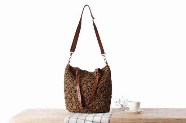 Comercio al por mayor 2018 nuevo bolso de paja hueco de color sólido simple Mori hombro de la muchacha con cordones bolso de doble uso bolsa de moda salvaje simple femenino