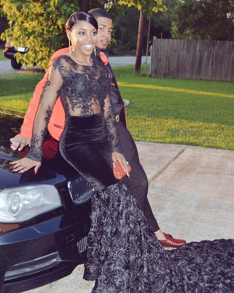 2019 Couple Fashion Dark Navy Prom Dresses Sheer Long Sleeves Jewel Neckline Black Girls 3D Flowers Appliques Evening Gowns