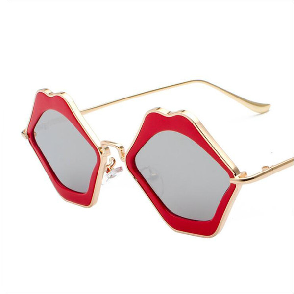 Sexy Flame Red Lips Sunglasses Women Mirror Sun Glasses Fashion Ladies Party Decoration Eyewaer UV400 Zonnebril