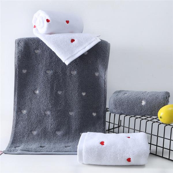 Großhandel 2 Stücke Liebe Muster Baumwolle Badetuch Set Weihnachtsgeschenk Badetücher Für Erwachsene Für Paar Weiß Grau Liebhaber Handtücher Von