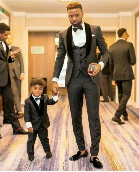 Handsome Charcoal Grey Shawl Lapel Groomsmen One Button Groom Tuxedos Men Suits Wedding/Prom/Dinner Best Man Blazer(Jacket+Pants+Tie+Vest)