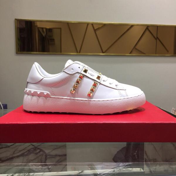 El mejor regalo Marcas de lujo Zapatos Zapatillas de diseñador de calidad superior Cuero genuino famoso Hombre Mujeres Zapatos casuales con uñas de oro