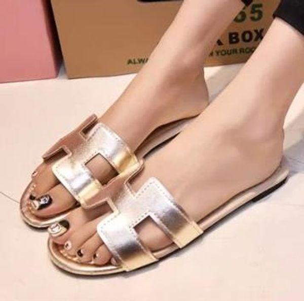 Nouvel été pantoufles femmes pantoufles diapositives femmes sandales pantoufles mot creuser femmes simples sandales antidérapantes mode