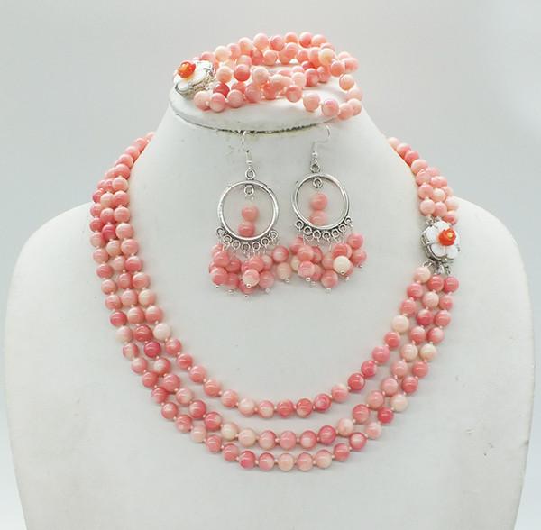 Kostenloser Versand. 3 Schichten, 6 MM Klassische Rosa Korallen Halsketten / Armbänder / Ohrstecker Afrikanischen Nigerianischen Brautschmuck Set