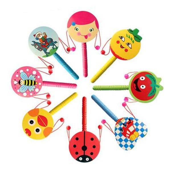Cartone animato a forma di tamburo Sonaglio in legno Tradizionale Handbell Jingle Rattle Toy Strumento musicale per Baby Kid casualmente colori giocattoli intellettuali