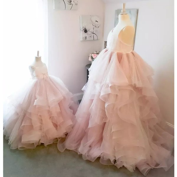 Romantic Light Pink Ball Gown Flower Girls Dresses for Wedding Party Spaghetti Strap Ruffles Tulle Skirt Child Pageant Gown Bow Tie Sash