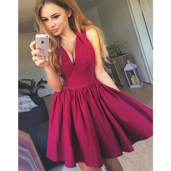 2018 A-Line Deep V-Neck Short Prom Dress Burgundy Satin Homecoming Dress with Pleats Sex Evening Party Gowns