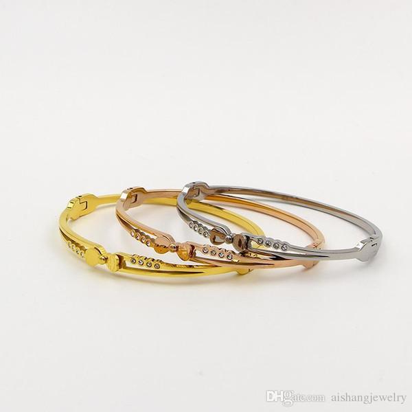 P118 2018 plus chaud vente mode petits rivets copie boucle de ceinture beau  bracelet tout allumette 208bc72ef49